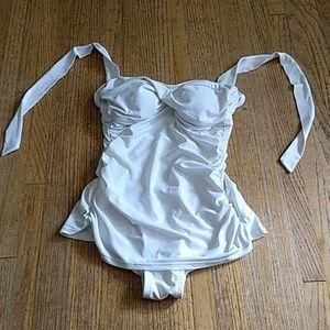 Jantzen skirted swimsuit Size 6 NWOT